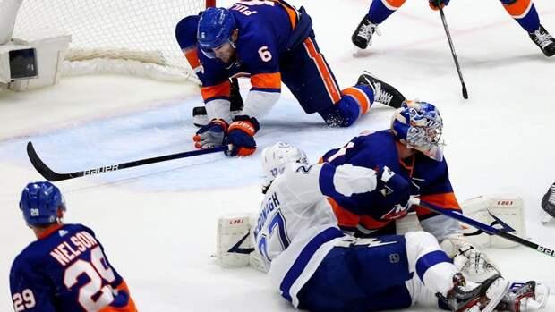 Невероятное спасение Пулока налинии ворот впоследние секунды матча «Айлендерс»— «Тампа». Видео