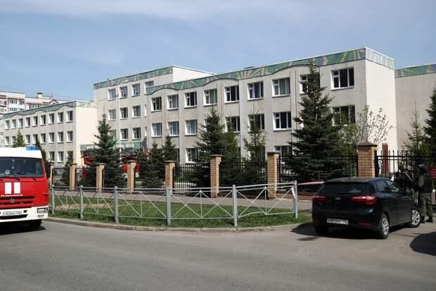 Очевидцы сообщили о взрыве перед стрельбой в казанской гимназии