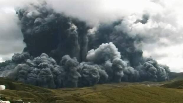 В Японии проснулся самый крупный в стране вулкан Aco