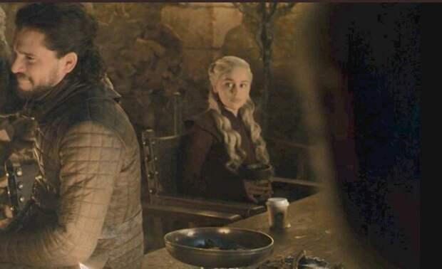 Стаканчик из Starbucks заметили зрители на пиру «Игры престолов»
