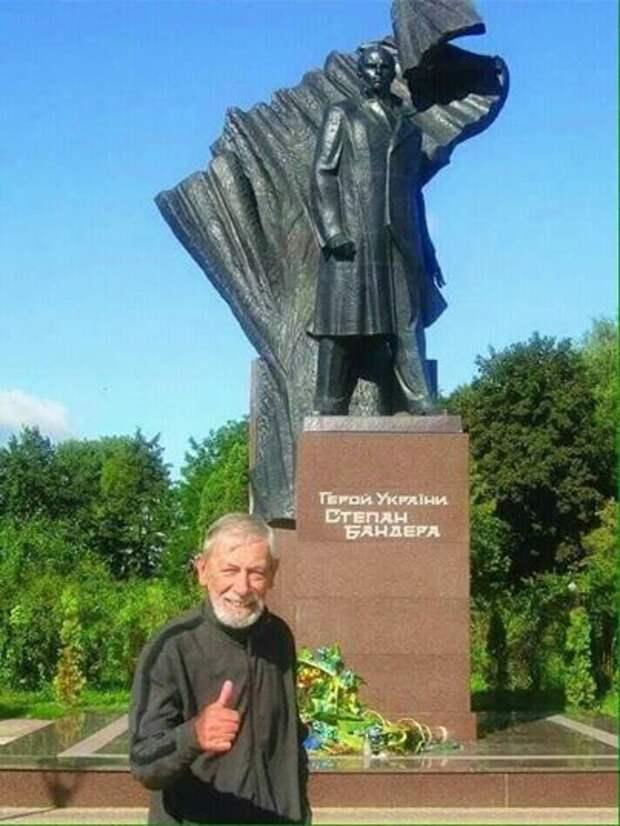 Мимино окочательно сбрендил.... Канделаки заклеймила Кикабидзе за фото с памятником Бандере