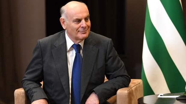 Лидеры Абхазии и Южной Осетии поздравили Путина с 9 Мая