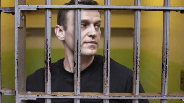Джоан Роулинг, Дэвид Духовны, Джуд Лоу вступились за Навального