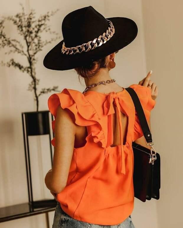 Блуза с рюшами, воланами и оборками: 12 примеров, как носить тренд весны