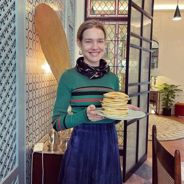 Стакан воды и селедка под шубой: Наталья Водянова рассказала, чем завтракает, чтобы оставаться стройной