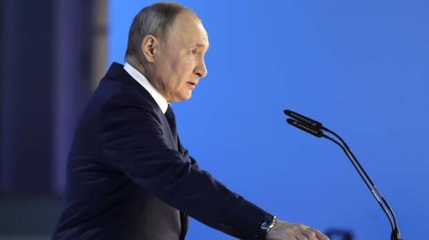 Глава РФ поздравил лидеров стран СНГ с Днем Победы и призвал граждан чтить память героев
