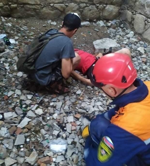 В Феодосии турист упал с 4-метровой стены Генуэзской крепости