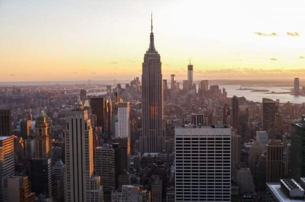 Власти Нью-Йорка предложили обслуживать в ресторанах только привитых