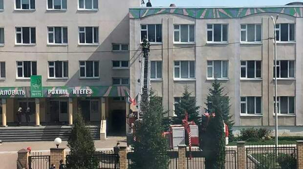 В Казани хоронят убитых школьников и педагогов
