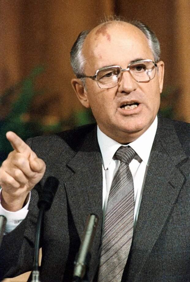 Горбачёв «в душе» был не против: японцы предлагали за Курилы 28 млрд долл