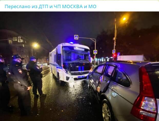 На пересечении улиц Свободы и Циолковского автомобиль спецслужб врезался в легковушку