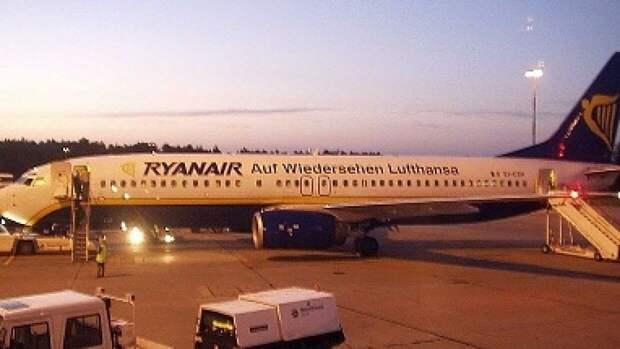 Полиция Литвы опросит пассажиров самолета Ryanair