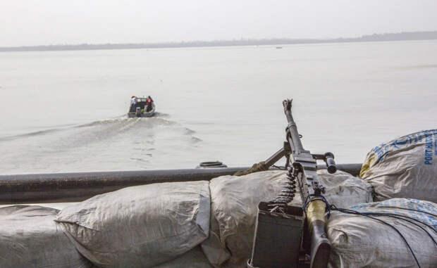 Гвинейский залив Нападений за год: 116 И лидером нашего печального списка выступает Гвинейский залив. Пираты здесь чувствуют себя как дома — этим бизнесом занимается половина взрослого населения Нигерии.