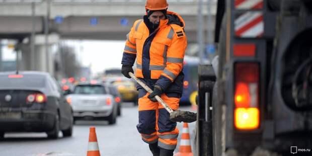 В Бумажном проезде проводят дорожные работы