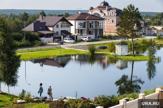 Оливковый дом выставлен напродажу вЕкатеринбурге. «Вокружении статусных соседей»