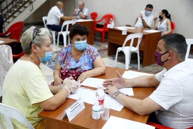 Мобильная приемная губернатора Кубани приняла за месяц более 1,5 тысяч жителей края