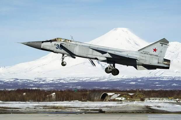 МиГ-31 сопроводил норвежский самолет над Баренцевым морем