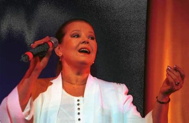 Людмила Сенчина на концерте, 2001 год. globallookpress.com