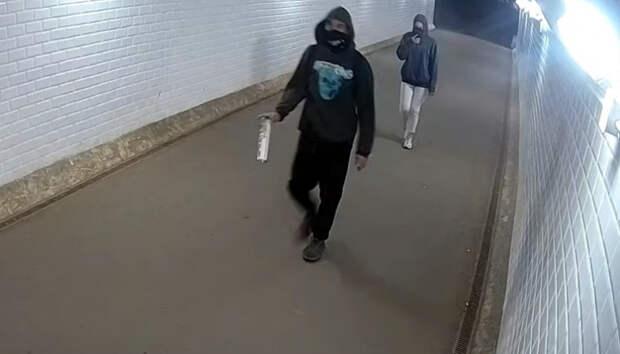«Художник» изрисовал белую стену подземного перехода в Петрозаводске