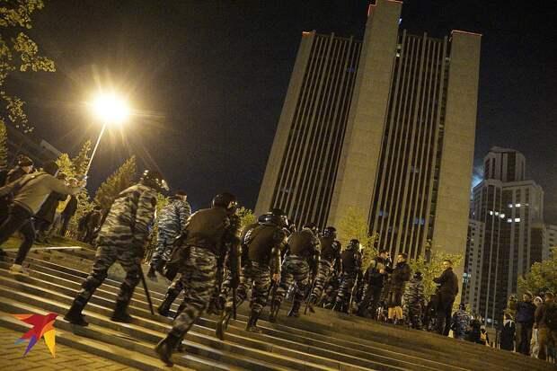 Минувшей ночью полиция задержала 23 граждан на месте несогласованной акции. Фото: Алексей БУЛАТОВ