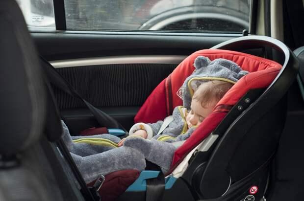562 водителей в Ижевске наказали за отсутствие детских кресел