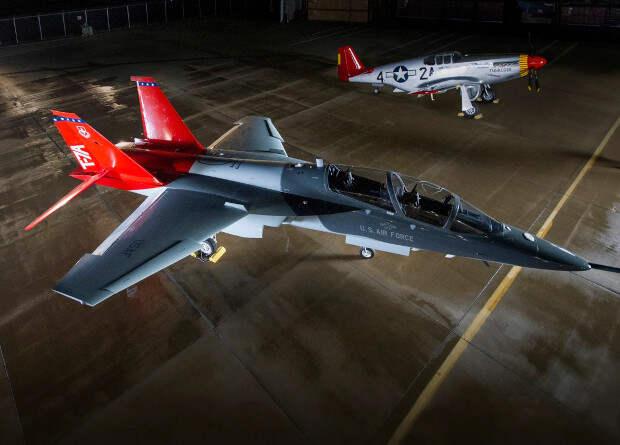 Boeing приступил к серийному производству учебных самолетов Red Hawk