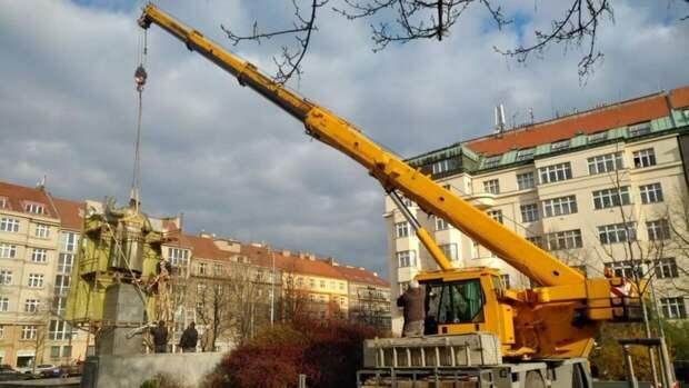 Чехи: мы памятник снесли, а вы в России наши ставьте!