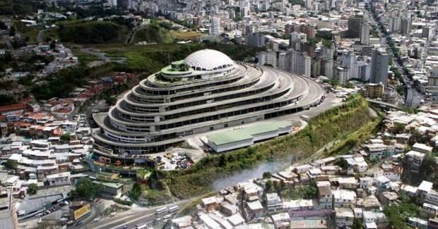 «Геликоид» в Венесуэле: как роскошный торговый центр превратили в ужасную тюрьму