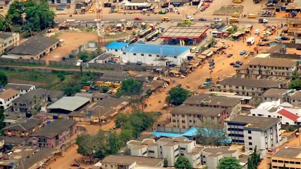 Корабль со 100 пассажирами потерпел крушение в Нигерии