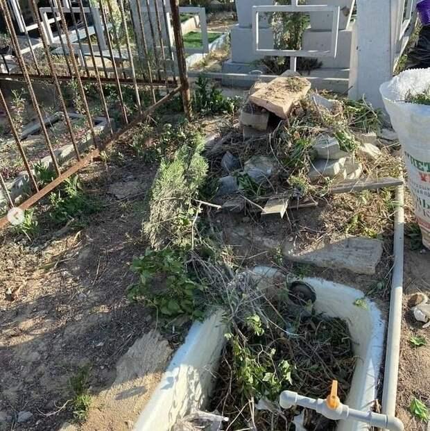 «Свиньи»: жительница Актау пожаловалась на посетителей кладбища