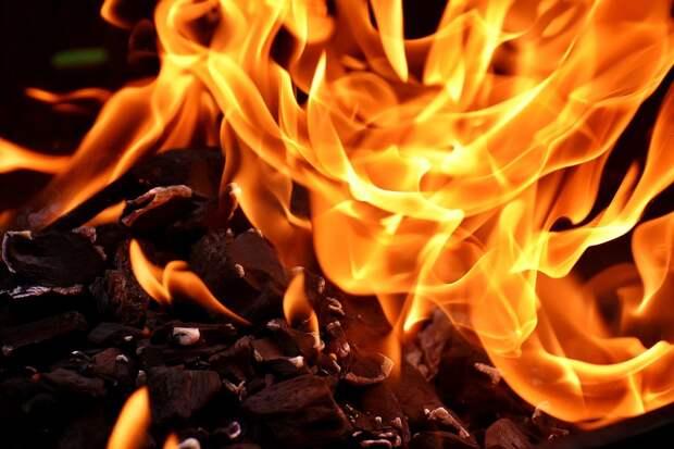 В сгоревшем деревянном доме на улице Красной в Ижевске обнаружили тела мужчины и женщины