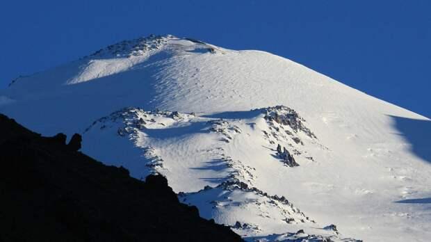 Сотрудники МЧС спасли пострадавшую на Эльбрусе альпинистку