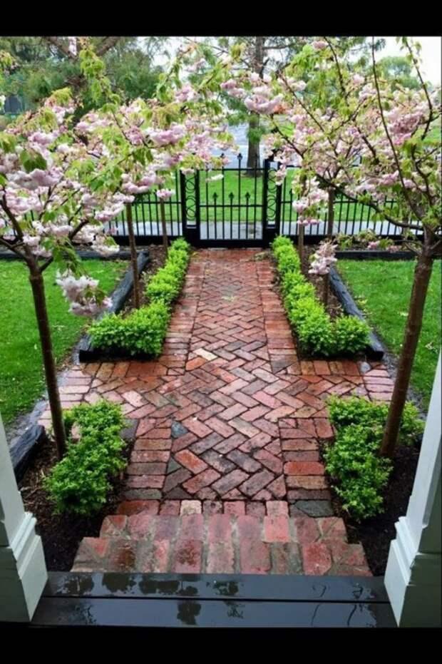 Кирпич в саду всегда пригодится, да и во дворе тоже. /Фото: i1.wp.com