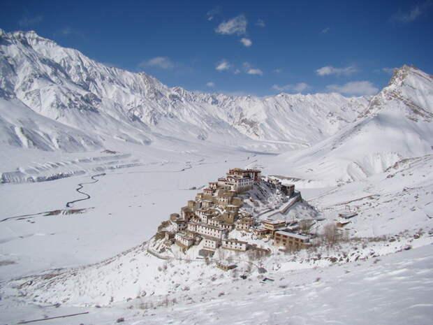 Тибетский монастырь Kye Gompa, расположенный на высоте 4166 метров. жизнь, интересные, фото