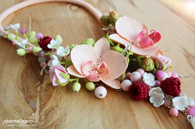 Красивая бижутерия с ягодами и цветами из полимерной глины