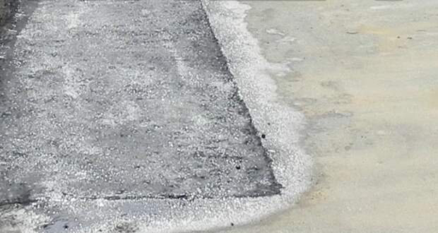 Разбитый строительной техникой тротуар восстановили в Походном проезде