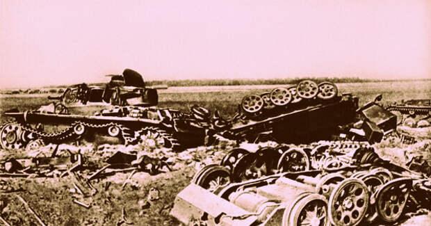 Немецкая бронетехника, уничтоженная советскими войсками под Могилевом. На фото танк Pz.Kpfw. III, полугусеничные бронетранспортеры Sd.Kfz. 251 и лишившийся башни танк Pz.Kpfw. II Ausf. С. Машины были подбиты подразделениями 388-го стрелкового полка. 20.07.1941 г. Автор: Павел Трошкин.