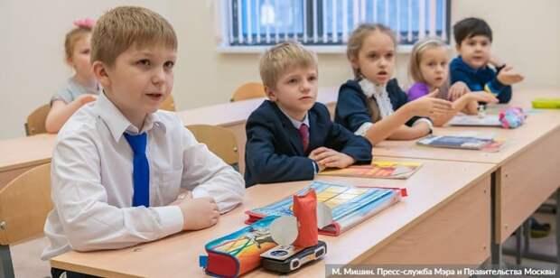 Собянин: В Москве проведено масштабное благоустройство школьных дворов и стадионов