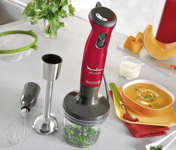 В блендере сначала нужно измельчать мягкие продукты. / Фото: Blog.allo.ua