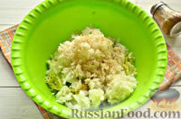 Фото приготовления рецепта: Постные рисовые котлеты с кабачком - шаг №6