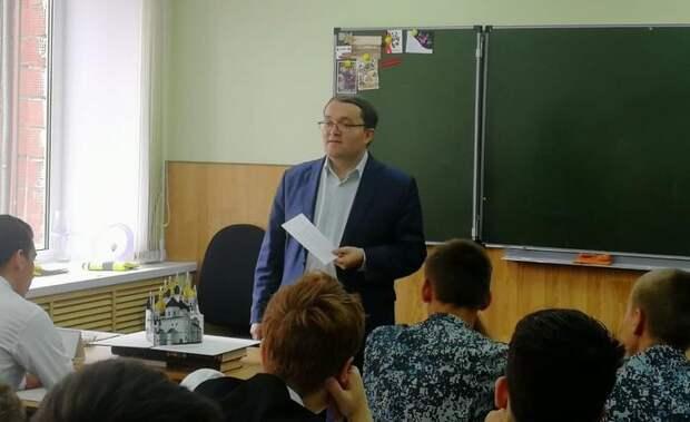 Учитель из сельской школы в Удмуртии стал лучшим от ПФО во всероссийском конкурсе педагогов