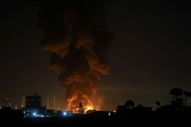 В результате пожара на НПЗ в Тегеране пострадали 11 человек