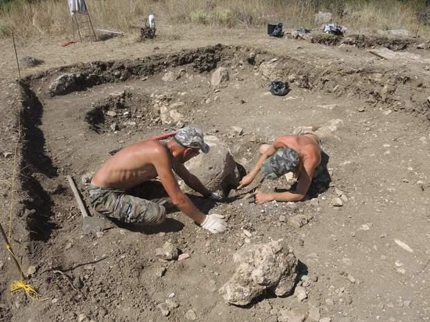 В Севастополе археологи впервые нашли половецкую каменную бабу