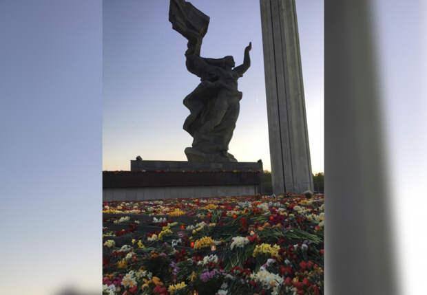 Подготовка ко Дню Победы в Латвии не обошлась без пакостей