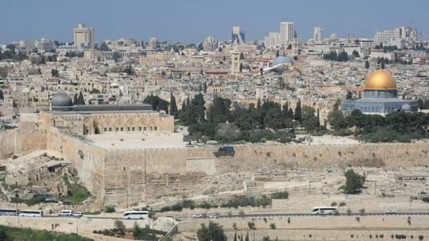 В Израиле зафиксировано более 120 ракетных ударов со стороны сектора Газа