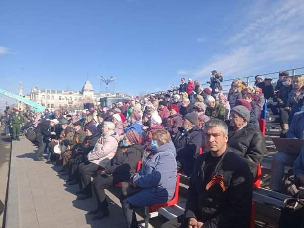 Командующий парадом поздравил ветеранов с Днём Победы