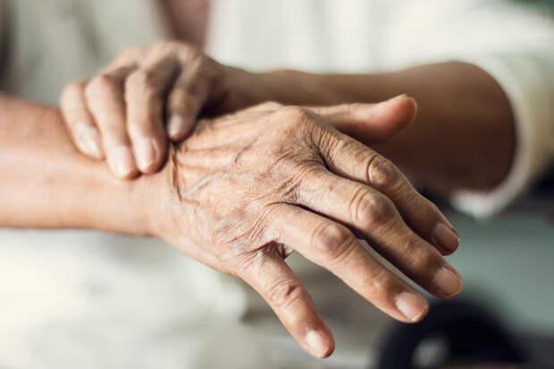 Учёные назвали потерю обоняния симптомом неизлечимой болезни