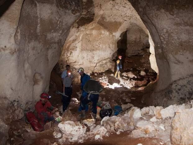 В Крыму проведут первую экскурсию для туристов по пещере «Таврида» после новогодних праздников