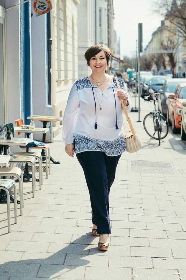 Женщина в утонченной блузе с орнаментами. /Фото: i.pinimg.com