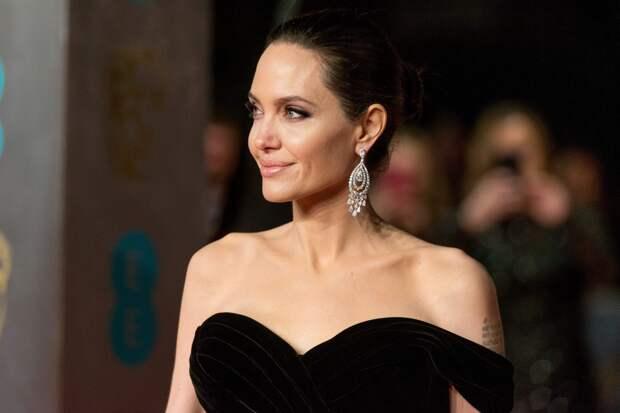 «Сырая» диета Анджелины Джоли — сжигает до 10 кг за месяц